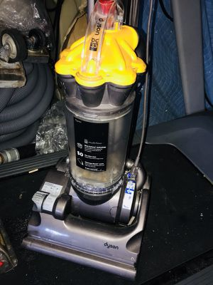 Dyson vacuum cleaner, Dyson DC 33 upright vacuum for Sale in Delray Beach, FL