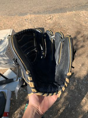 baseball glove for Sale in El Cajon, CA
