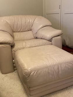 Retro Cream/White Leather Chair & Ottoman for Sale in Portland,  OR