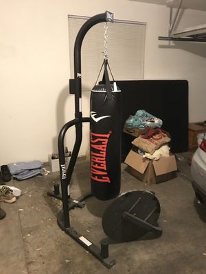 Everlast Heavy Bag w/ stand for Sale in Las Vegas, NV