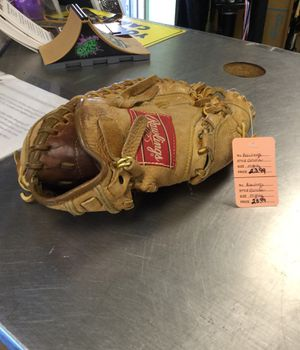 Rawlings catcher glove, righty for Sale in Marlboro Township, NJ