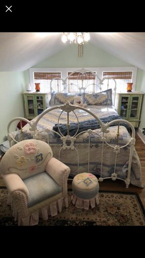 Heavy Iron Queen size bed frame for Sale in Twin Falls, ID