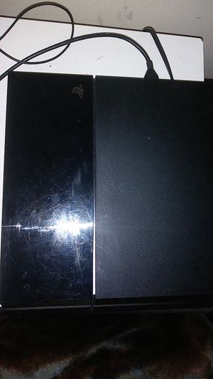 Ps4 with controller and 5 games for Sale in Miami, FL
