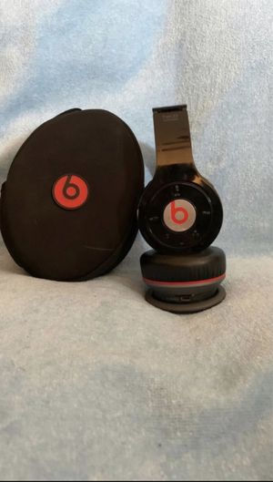 Beats Bluetooth wireless headphones for Sale in Pembroke Pines, FL