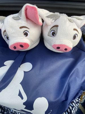 Pua from Moana slippers sz 7 kids for Sale in South Gate, CA