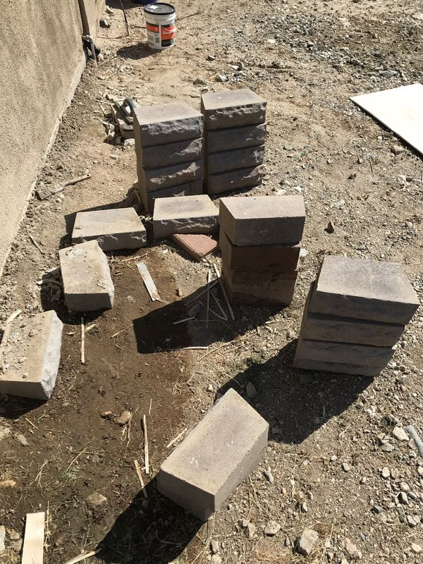 Retaining wall block free