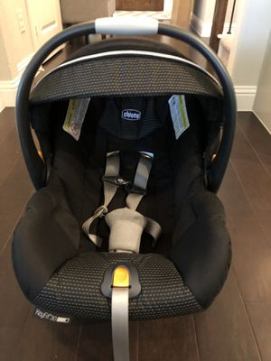 Chicco Keyfit Infant Car Seat + 2 Bases + 2 free backseat mirrors for Sale in Garland, TX