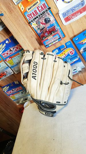 A1000 Fastpitch softball glove, 12 Inch for Sale in Whittier, CA