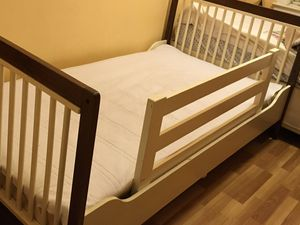 Youth bed with matching dresser for Sale in Brooklyn, NY