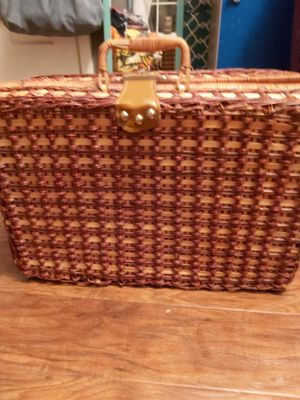 Vintage picnic basket and tableware for Sale in Knoxville, TN