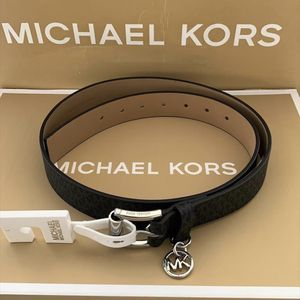 Michael Kors Women's Belt - black NWT Size Large Serious inquires only please Low offers will be ignored Pick up location in the city of poco Rivera for Sale in Pico Rivera, CA