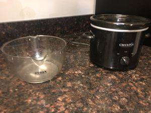 Croc Pot & Pyrex measuring bowl for Sale in Richmond, VA