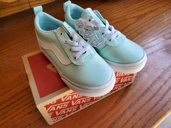 New In Box Toddler Size 9 Vans for Sale in Lake Stevens, WA