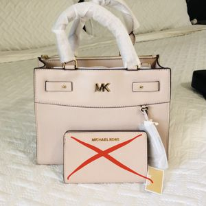 Michael Kors Tote Bag for Sale in Sterling Heights, MI