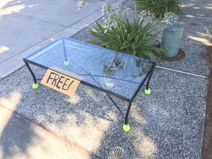 Free Coffee table in front Pls Pick up! :) for Sale in San Jose, CA