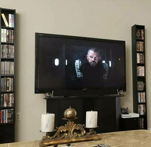 """60"""" SHARP Full HD LCD TV With Remote $250 for Sale in Bradenton, FL"""