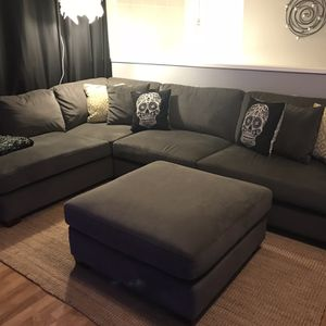 Sectional With chaise And Ottoman for Sale in Vancouver, WA