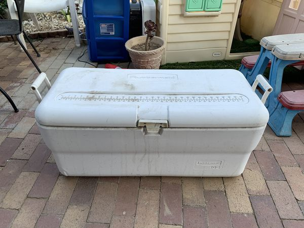 Big Rubbermaid ice-chest need to be clean in good condition camping