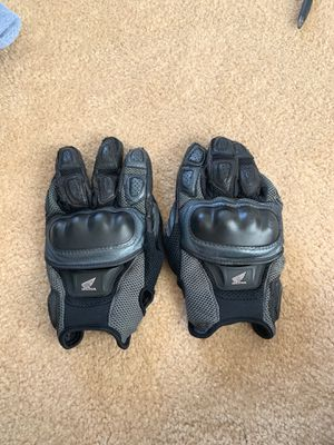 Honda motorcycle gloves for Sale in Palmdale, CA