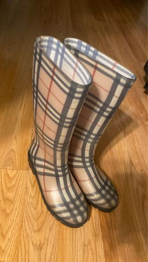 Burberry raining boots size 8. for Sale in Rockville, MD