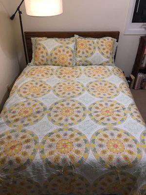 Beautiful Queen Duvet Cover and Pillow Set for Sale in Santa Cruz, CA