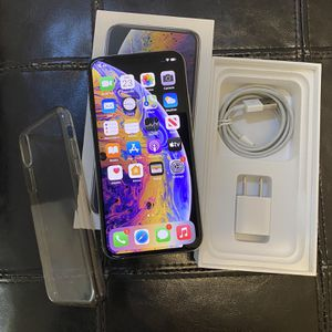 Iphone Xs 256gb Unlocked- Works With All Carrier-$450obo for Sale in Fresno, CA
