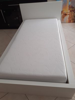 Twin bed with mattress for Sale in Miami, FL