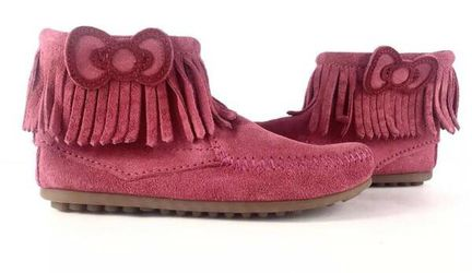 Minnetonka Girl's Hello Kitty Pink Suede Leather Fringe Ankle Booties Size 1 for Sale in Monterey,  CA
