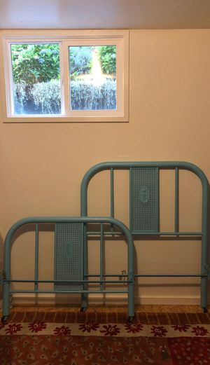 Vintage / Antique twin metal bed for Sale in Snohomish, WA