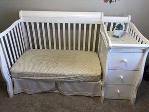3-in-1 convertible crib for Sale in Spring Hill, TN