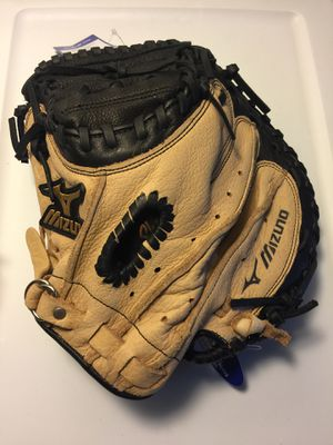 "Mizuno leather baseball glove 32.50"" right hand throw for Sale in Orland Park, IL"