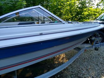 1992 Bayliner classic 120 hp 4 cyl merc for Sale in Rochester,  NH