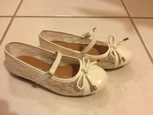 Girls white lace dress shoes, new size 10 for Sale in Burbank, IL