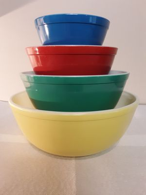 Vintage Pyrex Primary Color Nesting Bowl Set for Sale in NEW MIDDLETWN, OH