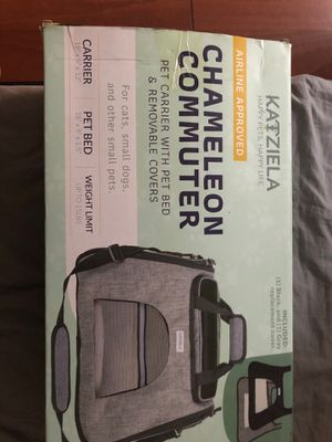 KATZIELA CHAMELEON COMMUTER - Pet carrier with pet bed & renovable covers for Sale in Brooklyn, NY