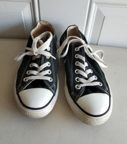 Converse shoes mens size 5.5 ladies size 7.5 for Sale in Murfreesboro,  TN