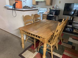 Dining table it's good wood nothing wrong with 4 chairs it nice and clean nothing broken or anything for Sale in Hilliard, OH