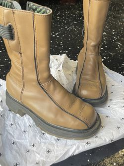 Dc Martens BOOTS used Unisex for Sale in Greenville,  SC