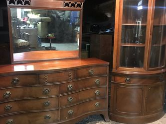 Beautiful Drexel Dresser With Mirror High Quality for Sale in Coarsegold,  CA