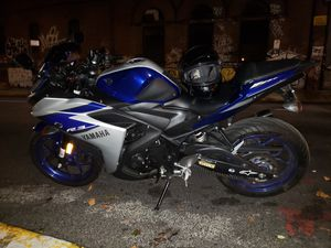 Yamaha 2015 r3 motorcycle blue silver for Sale in Brooklyn, NY