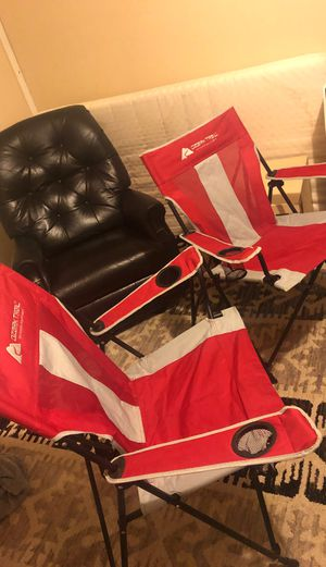 2 folding chairs outdoor for Sale in Herndon, VA