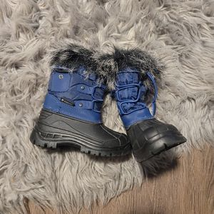 New Toddler Boy Snow Boots Size 9 (25) for Sale in Los Angeles, CA