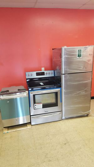 Brand new stainless steel 3 piece set 50 percent off retail!! for Sale in Pennsauken Township, NJ