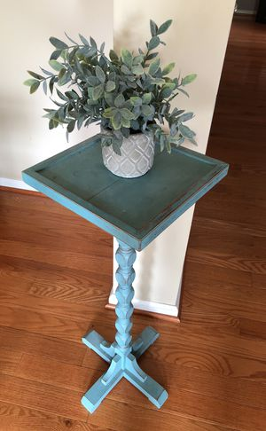 Antique stand or end table for Sale in Alexandria, VA