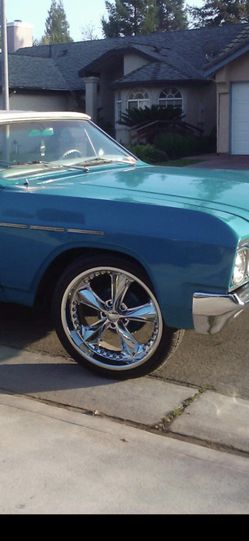 PRICE DROP Foose 20' rims with tires for Sale in Sacramento,  CA