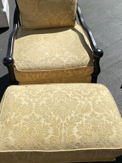 Arm Chair With Ottoman for Sale in Irvine,  CA
