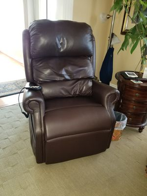 Perfect condition power lift and recline chair for Sale in Wenatchee, WA