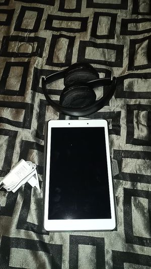 Samsung tablet and solo beats wireless Bluetooth for Sale in San Antonio, TX