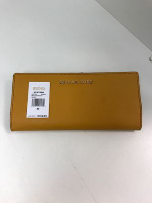 New Michael Kors Marigold Md Flt Slim Bfld Leather for Sale in Tempe, AZ