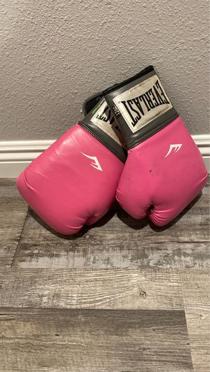 Pink boxing gloves Everlast for Sale in Los Angeles, CA